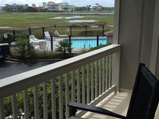 Ocean view, 3 minute walk to beach and lovely pool