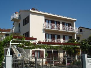 Apartment**** for 5 people with a seaview Mirjana