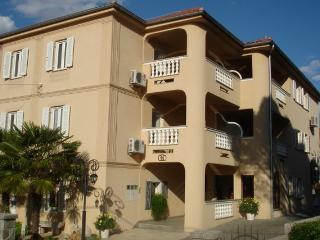 Appartamento Djani 4-5 a 80 m da spiaggia, Malinska