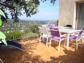 2 pièces avec grande terrasse dans villa  vue mer