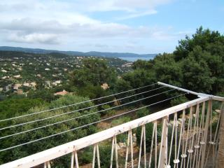 2 pieces avec grande terrasse dans villa  vue mer