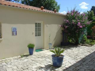 charmante et agreable maison avec garage et jardin