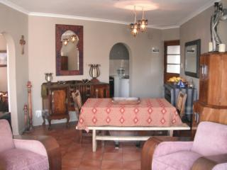 Apartment with Garden close to Beach, Bloubergstrand