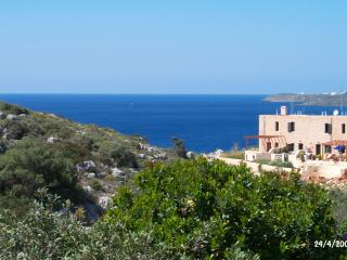 Entire house: lovely, comfortable, beautiful view!, Acrotiri