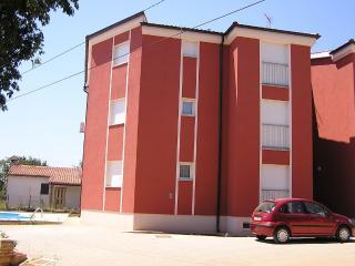 Villa Laura B4 0, Tar