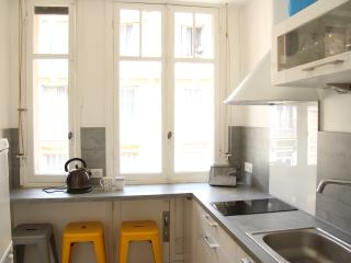Apartment in the heart of Nice, with charm.
