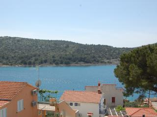 Cozy apartment on beautiful Island of Kaprije 4+2
