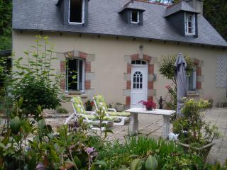 charmante maison sur terrasse fleurie au calme, Plouguiel