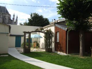 Le Petit T / la petite maison dans un jardin ***