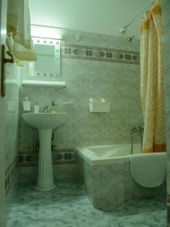 Nice and large bath of the luxury honeymoon