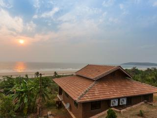 THREE BEDROOM VILLA IN BEACHFRONT VILLA GANPATIPUL