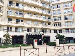 BEL APPARTEMENT T2 + PARKING PORTE DE VERSAILLES