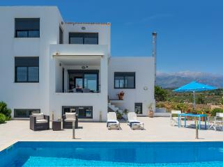 Villa with Pool for 8 persons, Vamos