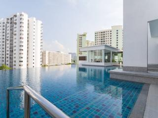 Spacious Modern Condo Near Beach - 3 rooms sleep 5, Bayan Lepas