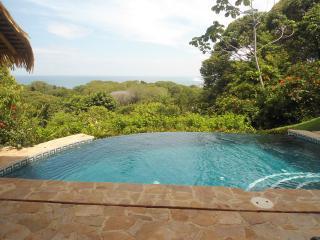 Villa-Roselare vista al mar y piscina Infinity, Dominical