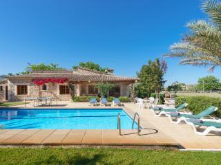Villa with pool in idyllic location, Pollença