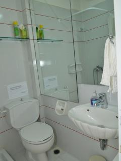Ensuite (bathroom no 3)