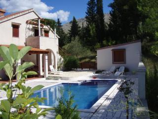 "Apartment Nives ""B"" with pool and garden, Dubrovnik"