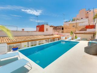 VILLA OASIS  PALMA - PRIVATE POOL & PARKING SPACE, Palma de Mallorca