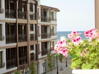 Spacious open plan apartment 70 m from the beach