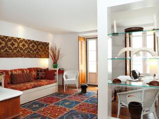 Charming and quiet apartment in Bairro Alto, Lisboa