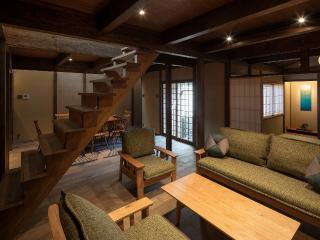 Near Imperial Palace! Great for BIG groups x 3 Bedroom x 2Toilet x FREE WiFi