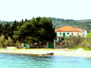 LARGE FAMILY APARTMENT ON THE BEACH- island Pašman