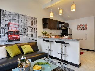 London Themed Unit Near Nightlife, Medellin