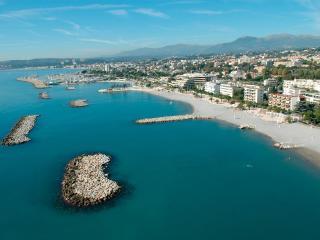 A 4km de Nice: 3 pièces+parking, piscine, plages