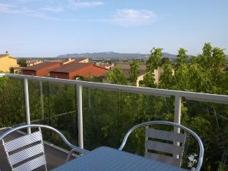 Apartamento con jardin y piscina privada