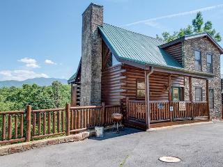 Smoky Ridge View, 3 Bedrooms, Views, Gaming, Hot Tub, Grill, Sleeps 10, Gatlinburg