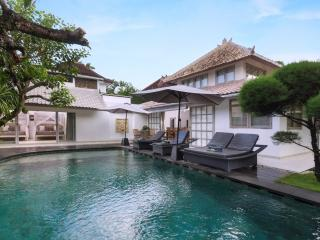 Amore Mio Villa, 3.5 bedrooms, closed living area, central Seminyak