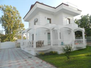 New Age Villa Ekin Near to Calish Beach