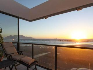 Beautiful Holiday house, Bloubergstrand, Cape Town
