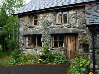 Ty Trol Cottage in  Southern Snowdonia, Brithdir