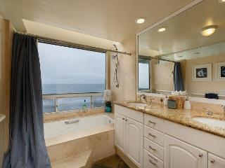 Premier Oceanfront rental, 5br, 3ba,rooftop deck, spa,Designer Decorated & AC