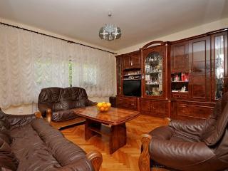 Apartment Miro near beach, Kastel Luksic