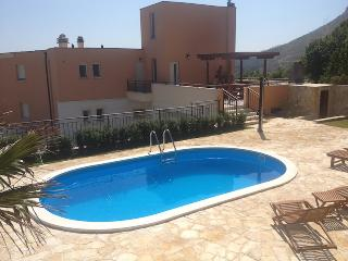Villa Bole in hills with pool and wiev to Split, Solin