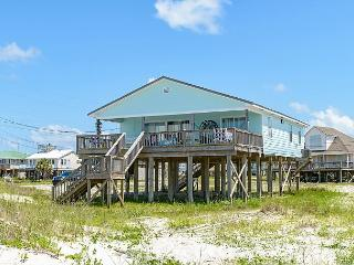 """Little Grand Hotel"" 3 Bedroom, 2 Bath, Sleeps 6. Private Beach! On the Bay!, Dauphin Island"