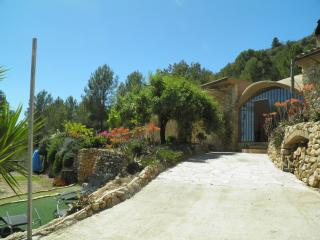 Large 5 Bed Country House, Bitem