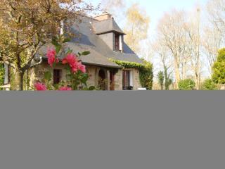 Maison de charme dans jardin paysager, Lanvellec