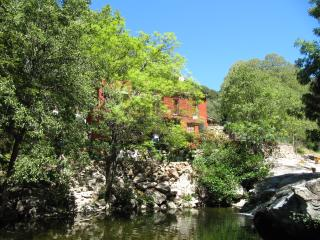 2 bed Apt, idyllic stream to swim in & relax by