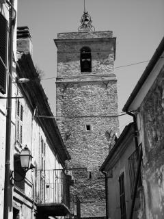 L'appartamento è situato ai piedi della torre campanaria, posta in Piazza degli Eroi.
