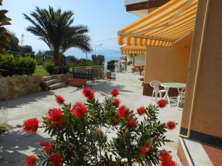 ORIONE studio apartment with garden near the sea, Cipressa