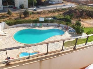 Apart. T2 em condominio privado c. piscina , tenis