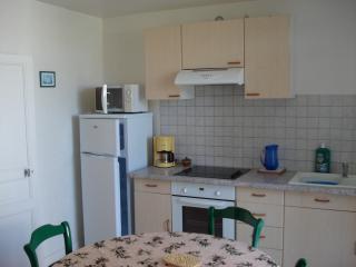 Appartement avec cour proche centre et bord de mer