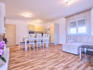 Dragan A1 with 3 bedrooms, 2 bathrooms