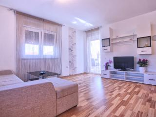 Dragan A2 with 3 bedrooms, 2 bathrooms