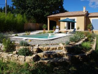 En Uzege Villa recente avec piscine dans un cadre de vie agréable, Aubussargues