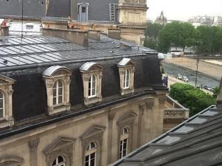 STUDIO VIEUX PARIS, París
